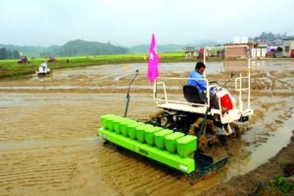 西秀區:強化農機服務 保障春耕生産
