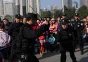 貴陽市公安局特巡警支隊展示新裝備 市民積極參與體驗