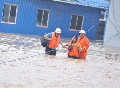 營救洪水圍困群眾