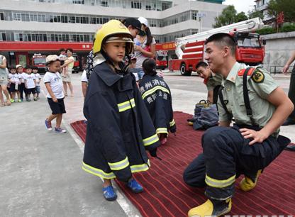 小朋友參觀消防站