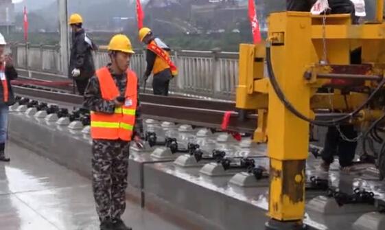 滬昆高鐵貴州西段500米長軌開鋪