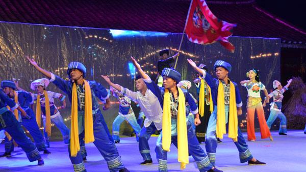 平塘縣卡蒲毛南族鄉舉行毛南族實景音樂劇《霧娘傳奇》表演
