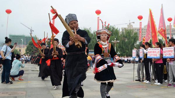 第三屆貴州﹒平塘民間水龍表演暨龍舟爭霸賽隆重開幕
