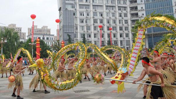 第三屆貴州·平塘民間水龍表演暨龍舟爭霸賽舉行請龍儀式
