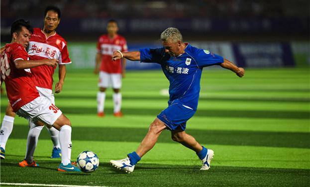 足球友谊赛:中国元老明星足球队胜意大利传奇巨星队