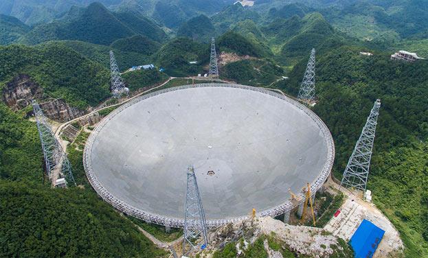 貴州:最大球面射電望遠鏡FAST正式升空調試