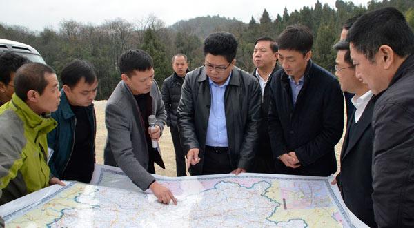 黔南州委副書記、州長吳勝華帶隊赴平塘縣督導工作