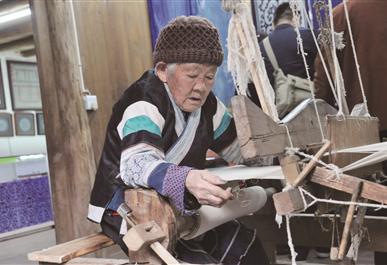 織金縣蔡群苗族蠟染刺繡 傳承文化帶動經濟