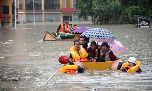 貴州福泉:營救被洪水圍困群眾