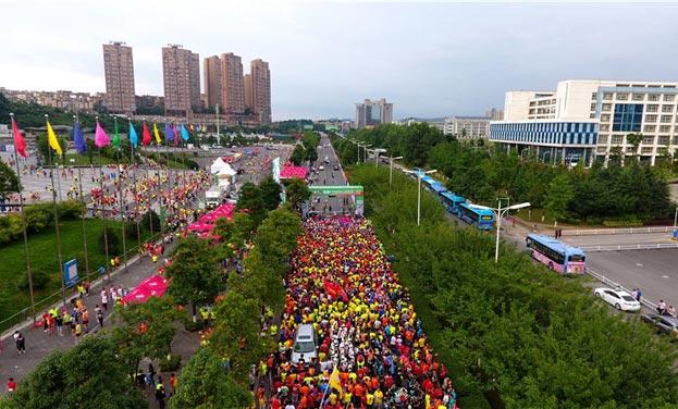 新華網航拍2017貴陽國際馬拉松賽