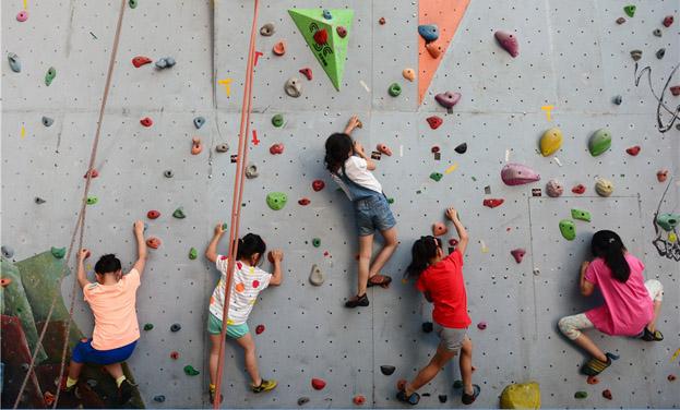 貴州貴陽:暑期兒童學攀岩