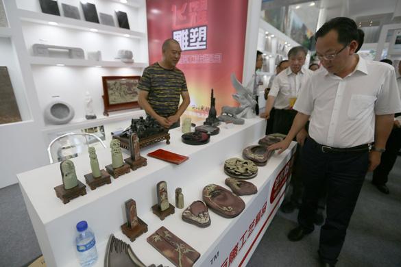 安順市委書記曾永濤博覽會展區巡展