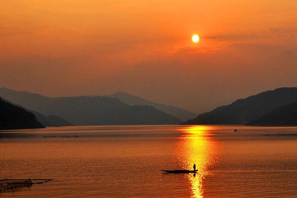 錦屏三板溪湖畔風光