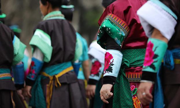 貴州丹寨:吃新節上秀盛裝