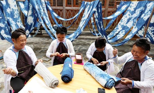 貴州黎平:繡娘繡出新生活