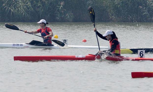 女子200米單人皮艇貴州選手李悅奪冠