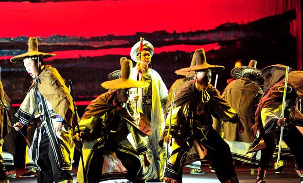 彝族歌劇《天穹的歌謠》上演