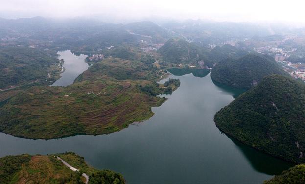 新華網航拍:貴州七星關區開展水庫環境綜合整治保飲用水源安全