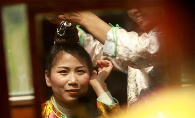 丹寨:吃新節 展盛裝