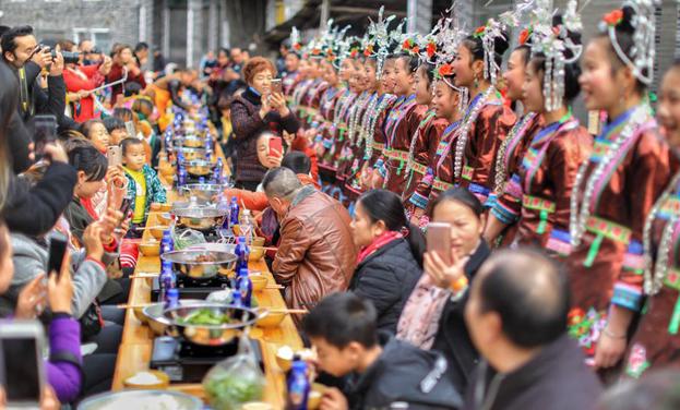 貴州榕江:千人同享牛癟宴
