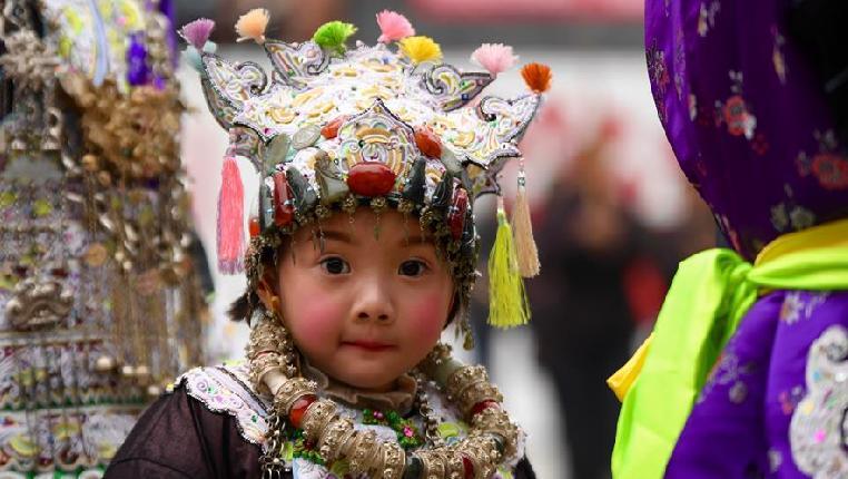 侗族童帽秀