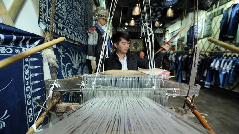 """貴州丹寨:""""指尖經濟""""繪制脫貧藍圖"""