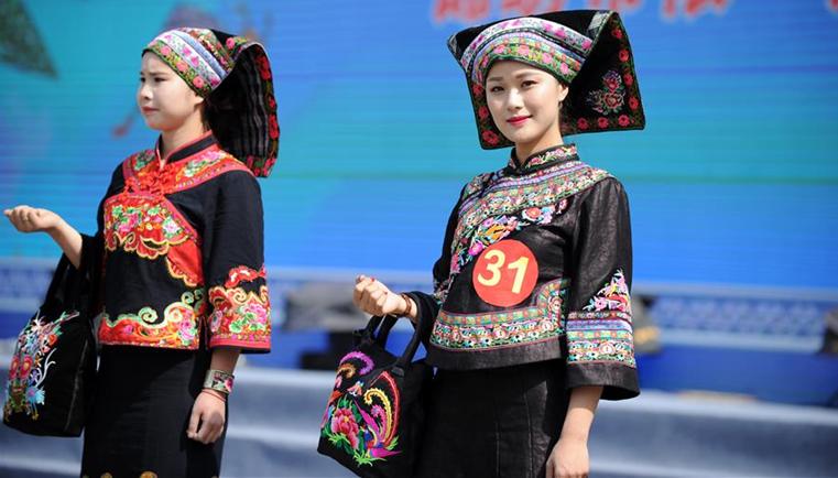 貴州望謨:展布依族服飾之美