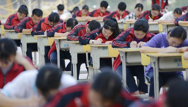 贵州黎平:数百学生同场赛书法