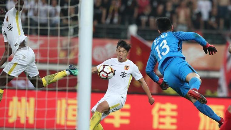 足球——中超:贵州恒丰不敌长春亚泰