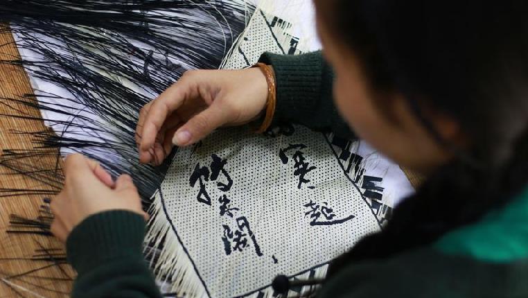 巧手编织致富梦