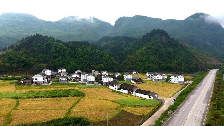 """航拍:贵州""""四好农村路""""畅通脱贫""""最后一公里"""""""