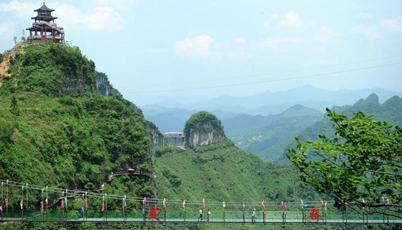 貴州萬山:廢棄礦山變旅遊景點