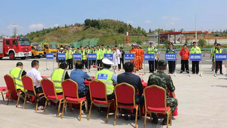 貴州西秀消防聯合多部門開展高速公路應急救援演練