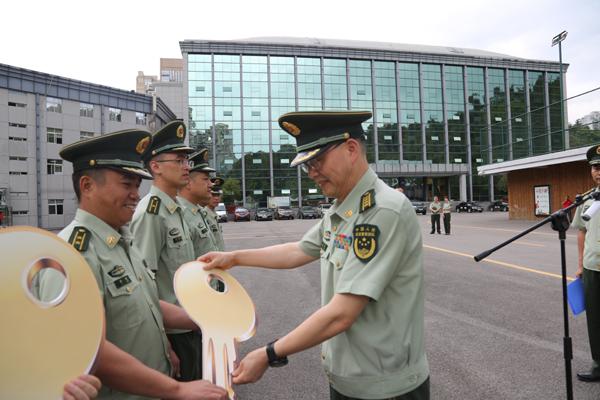 貴州貴陽消防舉行消防車輛配發儀式