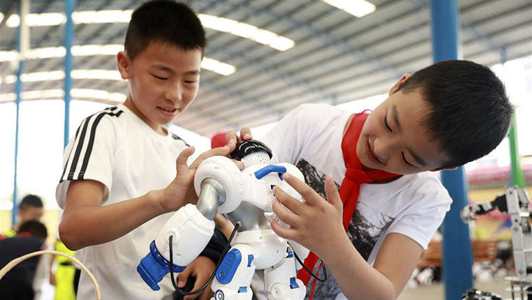 贵州丹寨:感受科技 乐享暑假