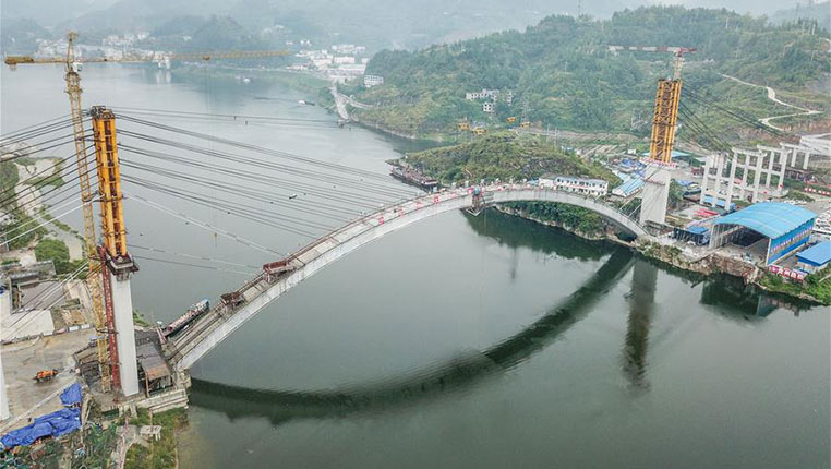 贵州沿河沙坨特大桥顺利合龙