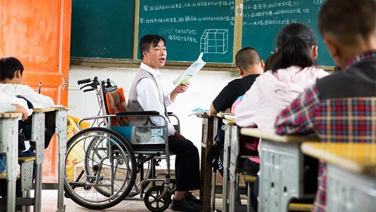 """""""轮椅教师""""的校园生活"""