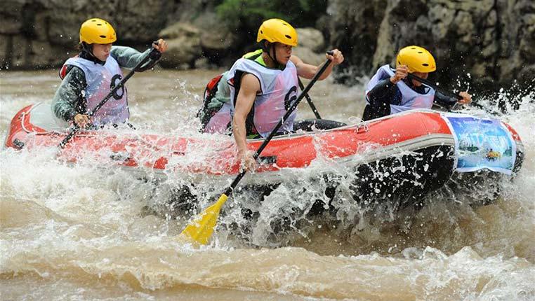 贵州仁怀:赤水河谷竞漂流