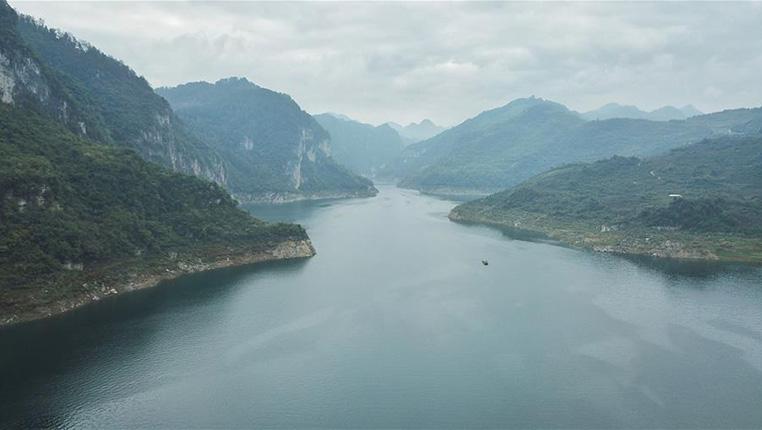 秋季江界河美景如畫