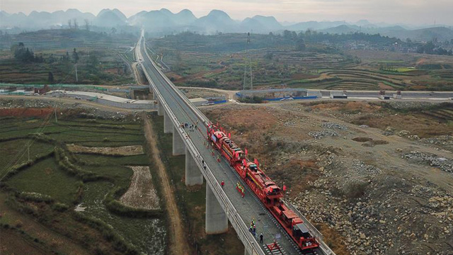 貴州:安六鐵路開始鋪軌