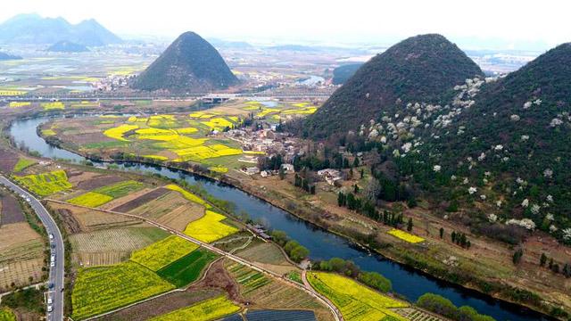 航拍貴州平壩小河灣:美麗新農村春景迷人