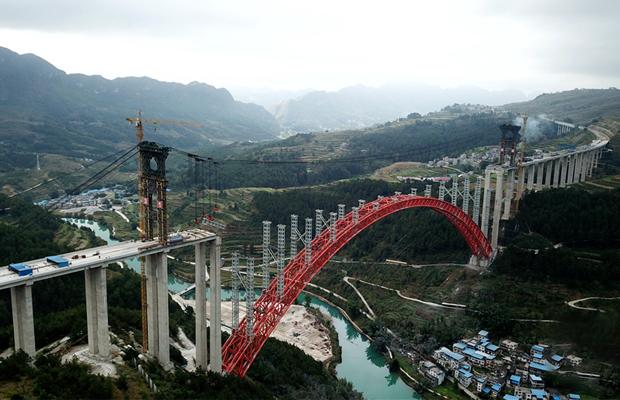 航拍建設中的貴州大小井特大橋:世界最大跨徑上承式鋼管混凝土拱橋