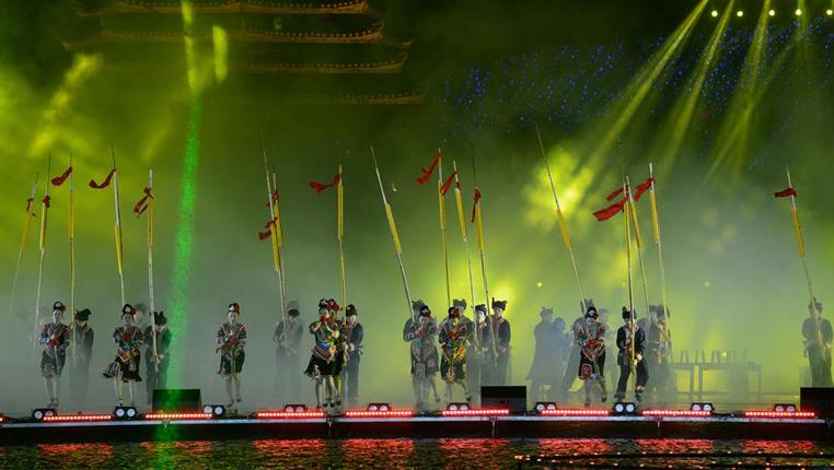貴州黎平:侗年燈光秀 歌舞展非遺