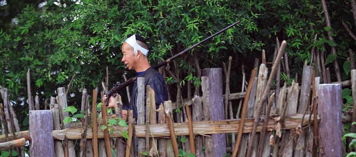身背火槍 鐮刀剃頭——探秘貴州從江岜沙苗寨