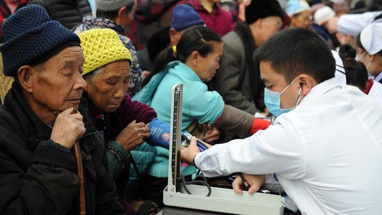 貴州石阡:扶貧義診到山鄉