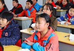 三都:教育有保障 移民群眾歡樂多