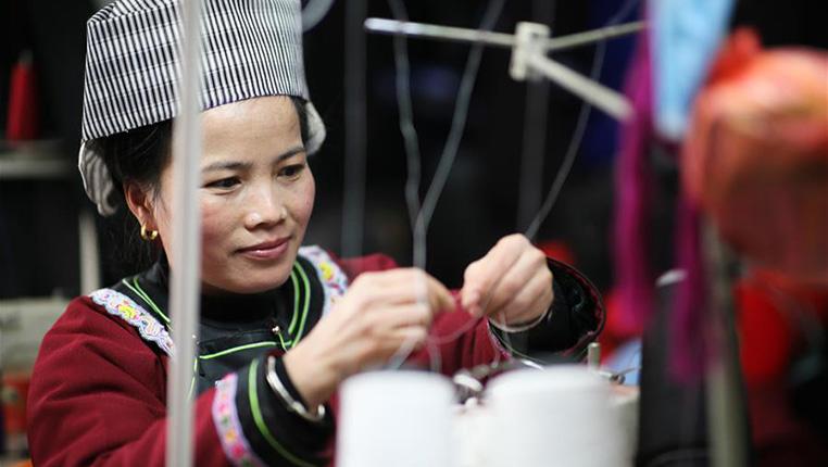 貴州榕江:春節將至民族服飾制作忙