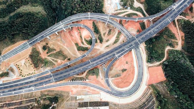 貴州荔榕高速建成通車