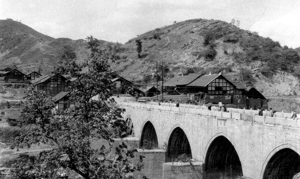 1935年的遵義迎紅橋