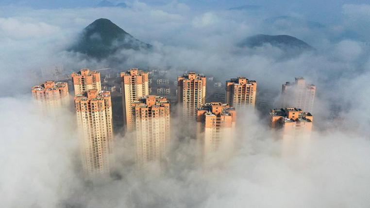 貴州銅仁出現平流霧景觀
